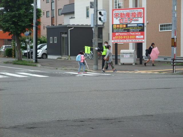 交通安全指導で -子ども、大人も久しぶりの顔合わせー
